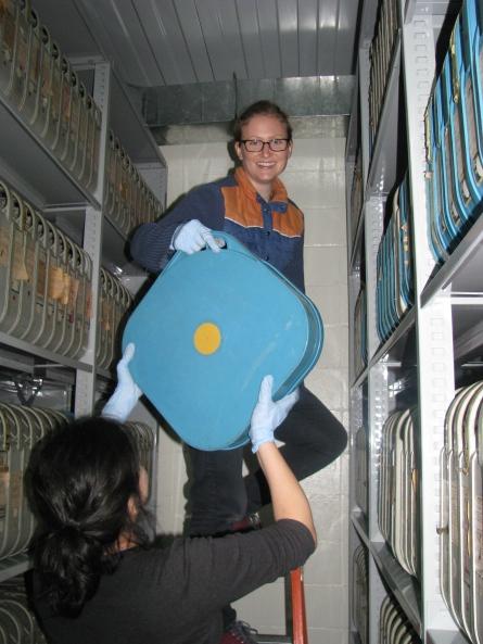 Sara and Lorena in the vault working those biceps!!
